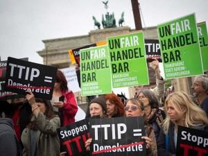 TTIP_protest_800x600_flickr_MehrDemokratie